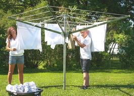 The smaller version of the Sunshine Clothesline a rotary outdoor clothesline, this model is called a DS1.